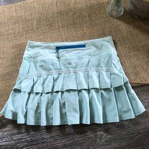 Lululemon mint green skirt with inner shorts sz 2